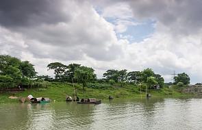 Bangladesz: uchodźcy Rohindża przeżywają dramat spowodowany powodziami