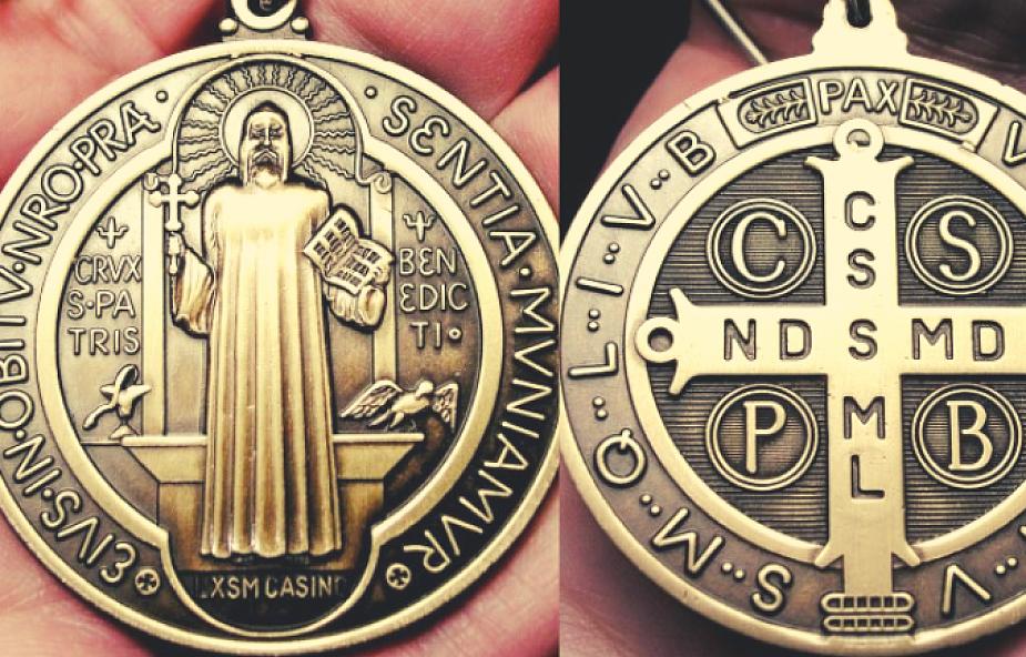 Wszystko, co musisz wiedzieć o potężnym medaliku św. Benedykta