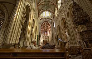 Tylko 48 proc. Polaków dobrze ocenia Kościół wg badań CBOS. To spadek w porównaniu do czerwca