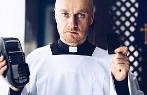"""Zbliżeniowo czy na pin? W tym kościele """"dasz na tacę"""" przy pomocy karty płatniczej"""