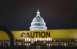 """Jezuita wypędza """"duchy ciemności"""" z parlamentu USA"""
