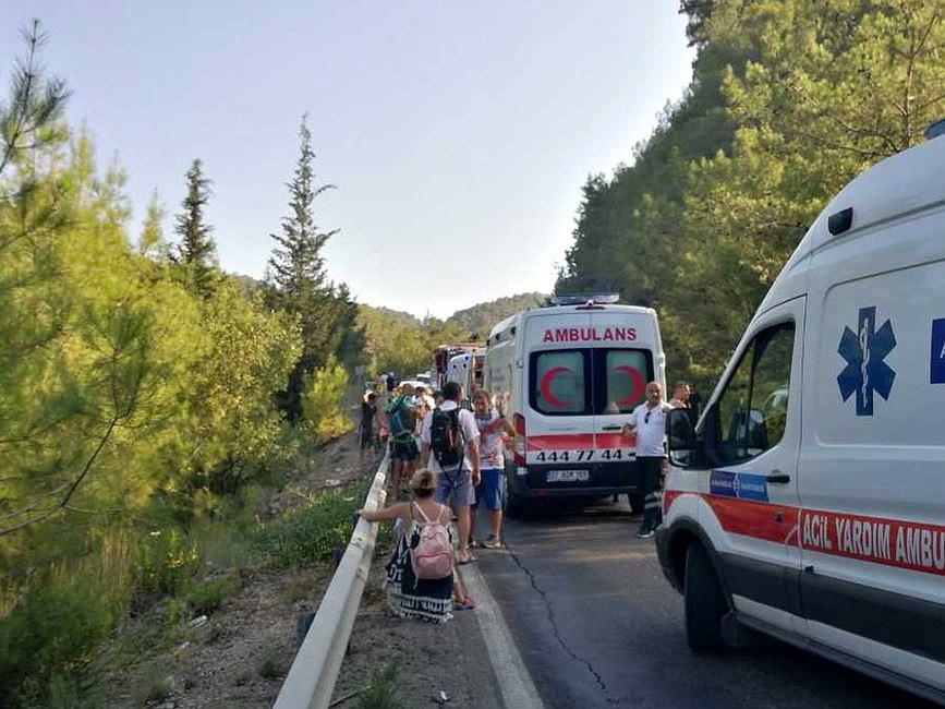 MSZ: w wypadku w Turcji ucierpiało 22 Polaków, jedna osoba w stanie zagrażającym życiu - zdjęcie w treści artykułu