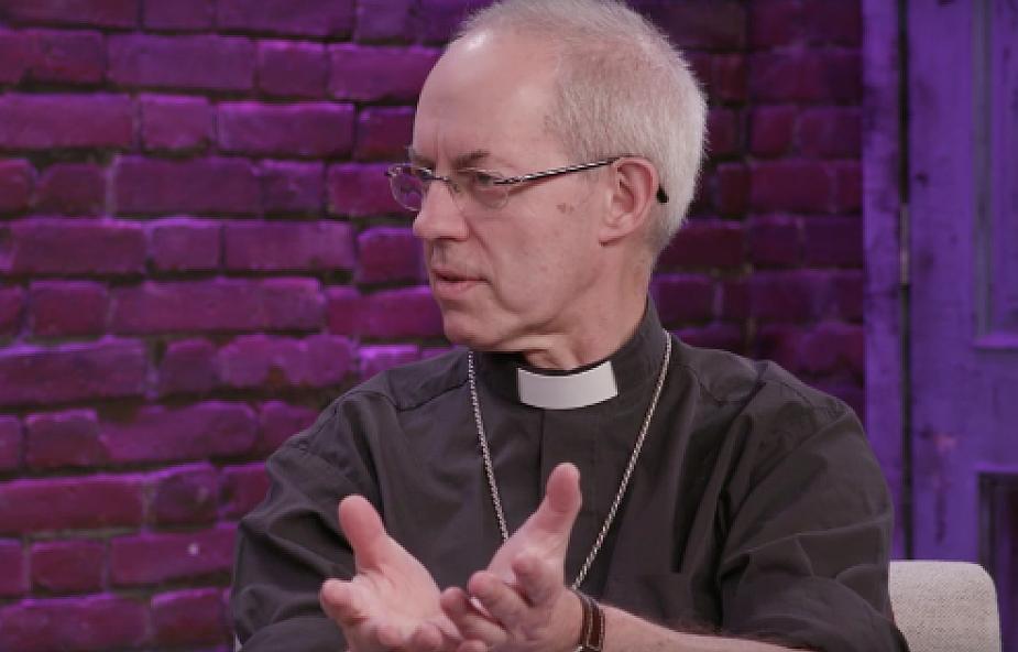 Kościół Anglii ogłasza nowe 10 przykazań. Wszystko przez to, co dzieje się w internecie