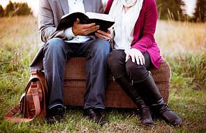 Dlaczego to dobrze, żeby ksiądz przyjaźnił się z małżonkami?