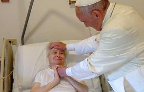 Papież sprawił, że na twarz ciężko chorej kobiety wrócił uśmiech [FOTO]