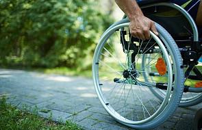 Niepełnosprawni protestowali, domagając się świadczenia uzupełniającego dla większej grupy osób