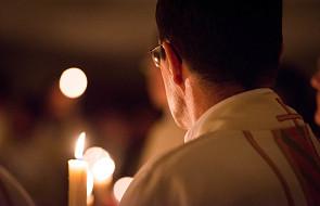 Po co jest celibat? Większość Polaków uważa, że powinny zajść zmiany