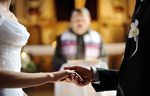 To, co zrobił ksiądz na ich ślubie zaskoczyło wszystkich [FOTO]