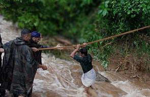 Indie: do 93 wzrosła liczba ofiar śmiertelnych powodzi na południu kraju