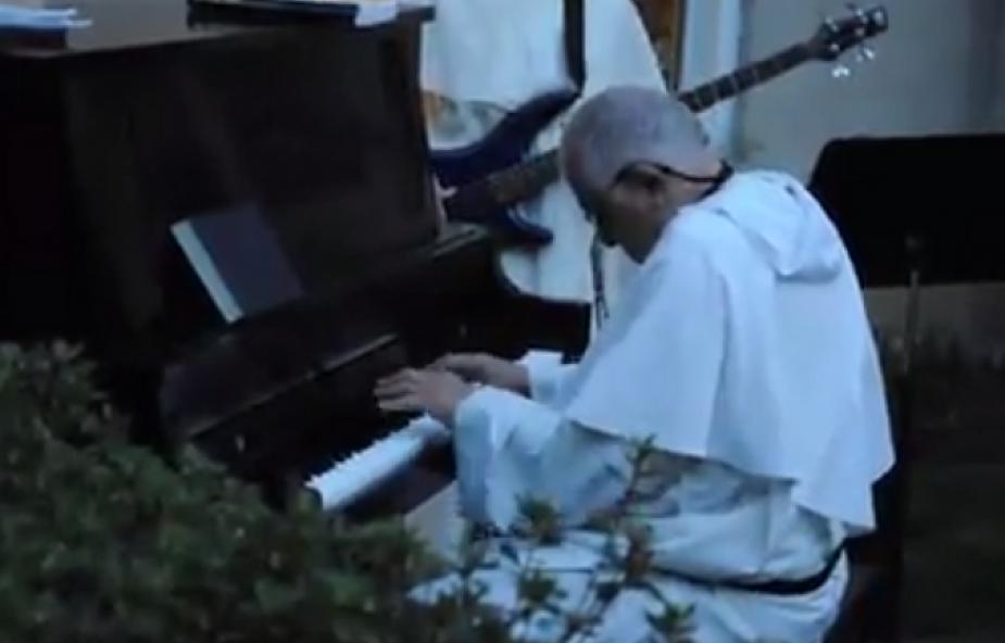 Ten 82-letni dominikanin jest prawdziwym jazzmanem! [WIDEO]