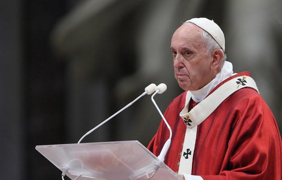 Franciszek: nie można tylko nazywać się chrześcijaninem, trzeba nim przede wszystkim być