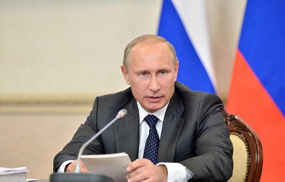 Macron rozmawia z Putinem, liczy na szczyt w sprawie Ukrainy
