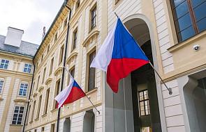 Czechy: flaga Romów na praskim ratuszu przypomina o ofiarach Auschwitz
