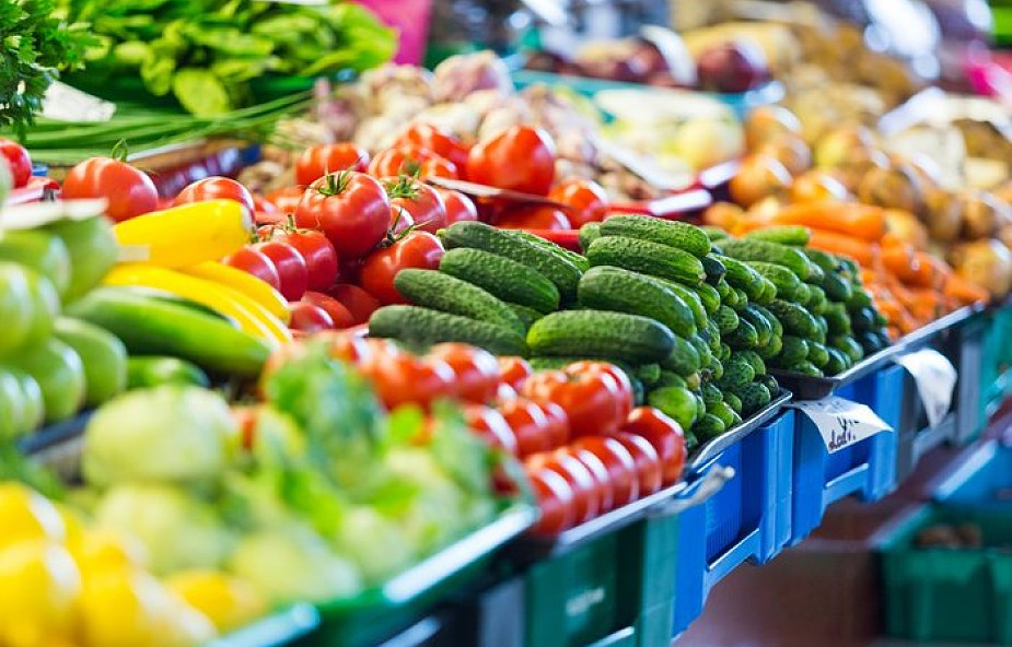 Koniec z marnowaniem żywności przez duże sklepy spożywcze?