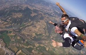 Biskup promuje powołania… skacząc ze spadochronem