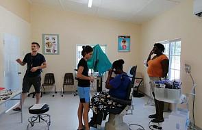 Studenci z Polski pomagają leczyć mieszkańców wyspy