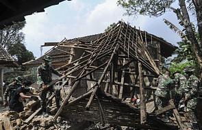 Indonezja: około tysiąc osób ewakuowano po silnym trzęsieniu ziemi