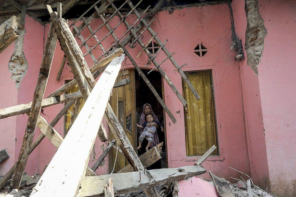 Indonezja: około tysiąc osób ewakuowano po silnym trzęsieniu ziemi - zdjęcie w treści artykułu
