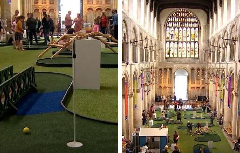 Kontrowersyjny pomysł duchownego. Zamienił wnętrze kościoła w... pole do minigolfa