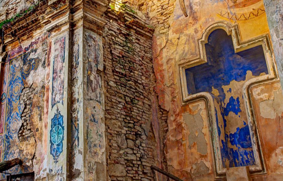 Kościół przeznaczony do rozbiórki uratowany dzięki… przerażającej instalacji