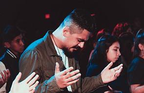 Co robi Bóg, kiedy się modlisz?