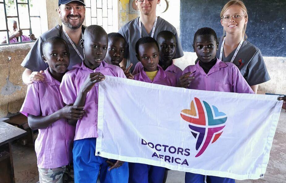 Lekarze z Krakowa pomnożyli dobro w Afryce [FOTOREPORTAŻ]