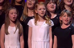 """Szkolny chór rozłożył na łopatki jury Mam Talent! Zaśpiewał: """"Hallelujah"""" Leonarda Cohena"""