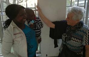 W wieku 93 lat została... wolontariuszką w afrykańskim sierocińcu!