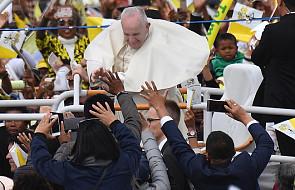Papież do duchowieństwa: wielbiąc Boga odkrywamy swoją przynależność i tożsamość [DOKUMENTACJA]