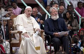 """Papież do duchowieństwa: to sprawia, że zamiast być ludźmi uwielbienia, stajemy się """"profesjonalistami od sacrum"""""""