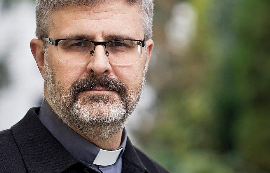 """Jacek Siepsiak SJ o """"tęczowej zarazie"""" w bazylice jezuitów: sformułowanie tematu jest bulwersujące"""