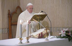 """Papież na """"Anioł Pański"""": Bóg staje po naszej stronie"""