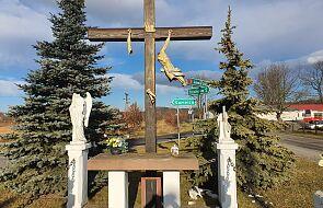 """Wandale sprofanowali krzyż, a figurce Matki Bożej odcięli głowę. """"Wszyscy są wstrząśnięci"""""""