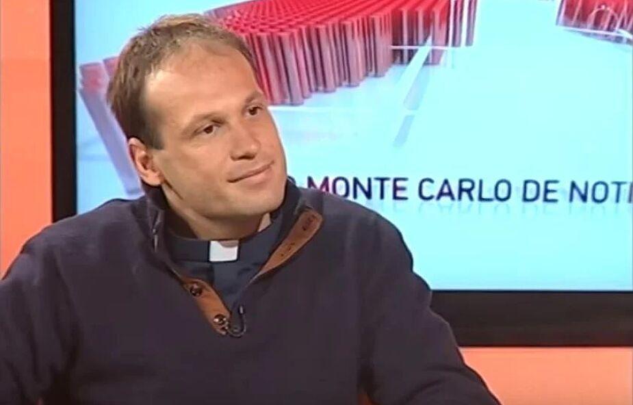 Nowy sekretarz papieża Franciszka. Jego rodzice byli niewierzący