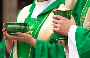 Dziewięciu duchownych z byłej wspólnoty objęto śledztwem w sprawie pedofilii