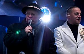 Abp Ryś chwycił za mikrofon, by zaśpiewać kolędę. Takiej zwrotki jednak łodzianie się nie spodziewali