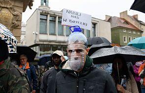 Gdańsk: rozwiązana manifestacja tzw. antycovidowców, policja użyła gazu pieprzowego