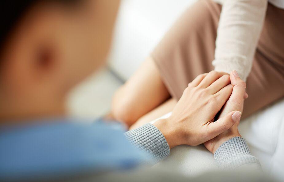 Psycholog: pandemia wymusza bycie razem i zauważenie, że jesteśmy częścią wspólnoty