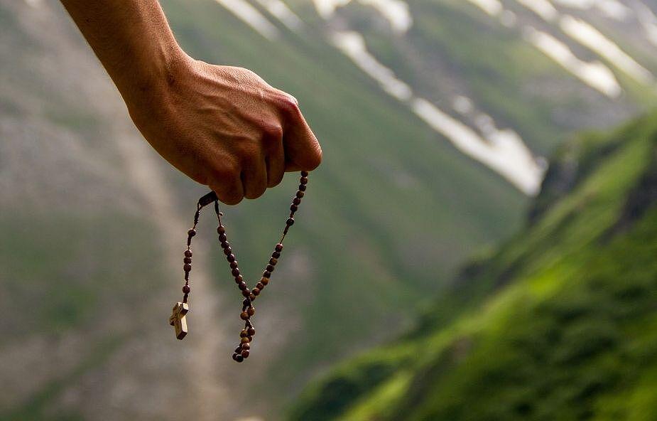 Czy różaniec to modlitwa dla samotników? Odpowiada Tomasz Nowak OP