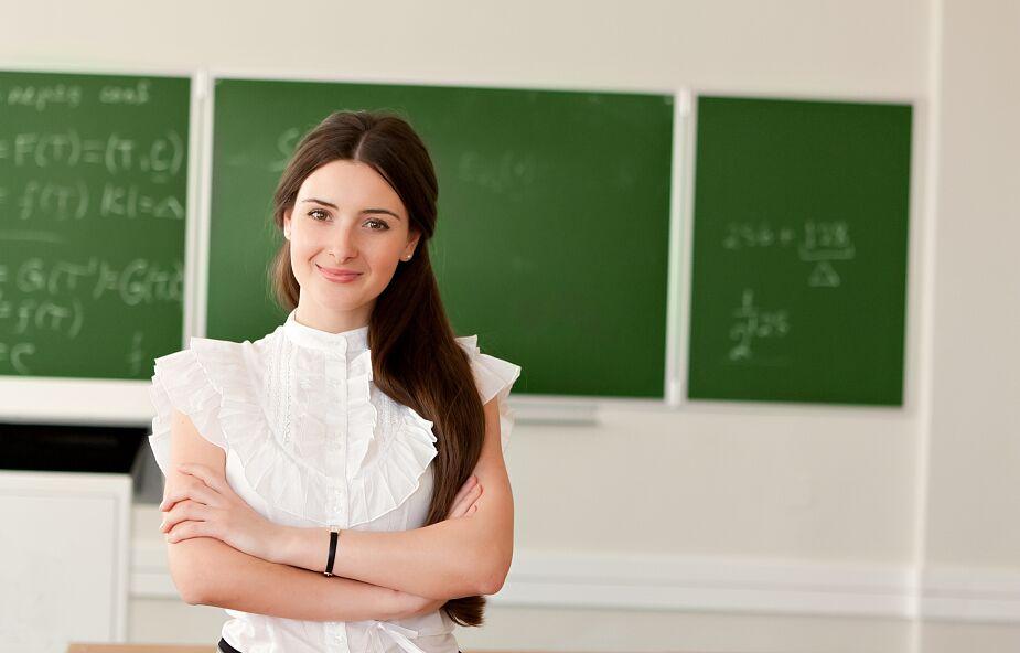 Dzisiaj biję brawo nauczycielom, którzy wspierają dzieci w szkołach podczas pandemii
