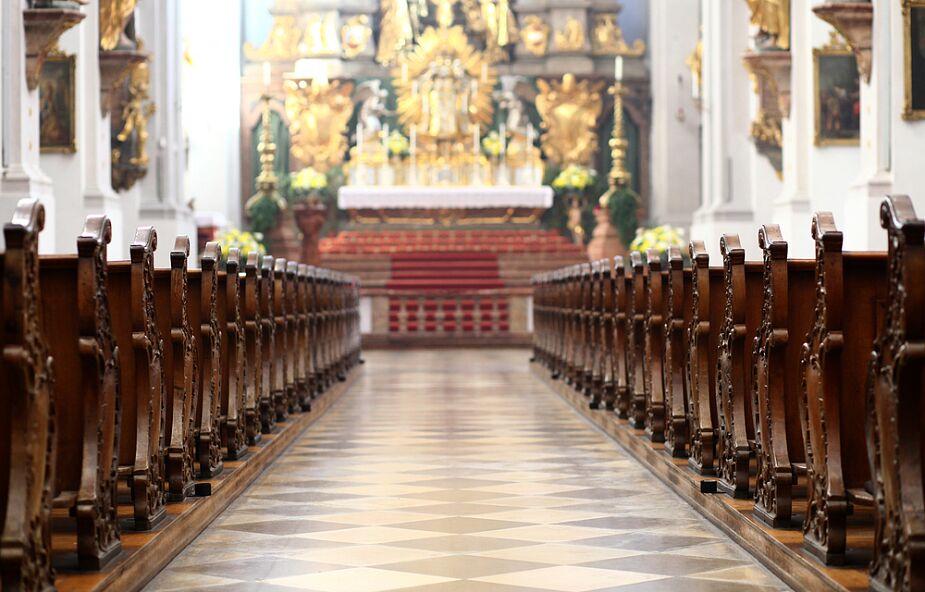 Wracają większe obostrzenia dla uczestników liturgii w strefach czerwonej i żółtej