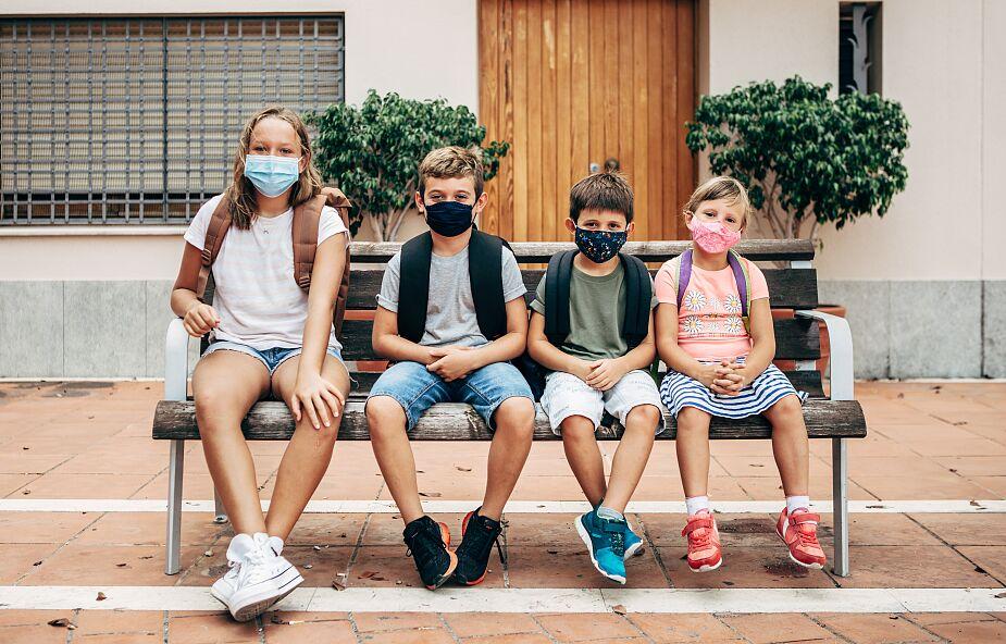 Epidemiolog: ograniczajmy spotkania z rodziną, przyjaciółmi – każdy z nas może być zakażony