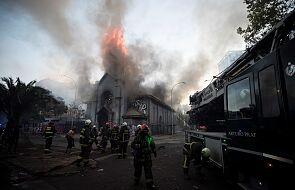 Antyrządowi protestanci w Chile podłożyli ogień pod dwa kościoły