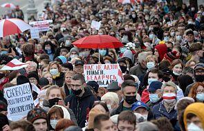 Duży protest przeciw Łukaszence w Mińsku; biorą udział emeryci i studenci