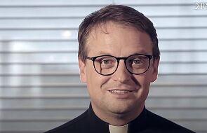 Ks. Tykfer: wydaje się, że papież Franciszek odwraca Kościół do góry nogami