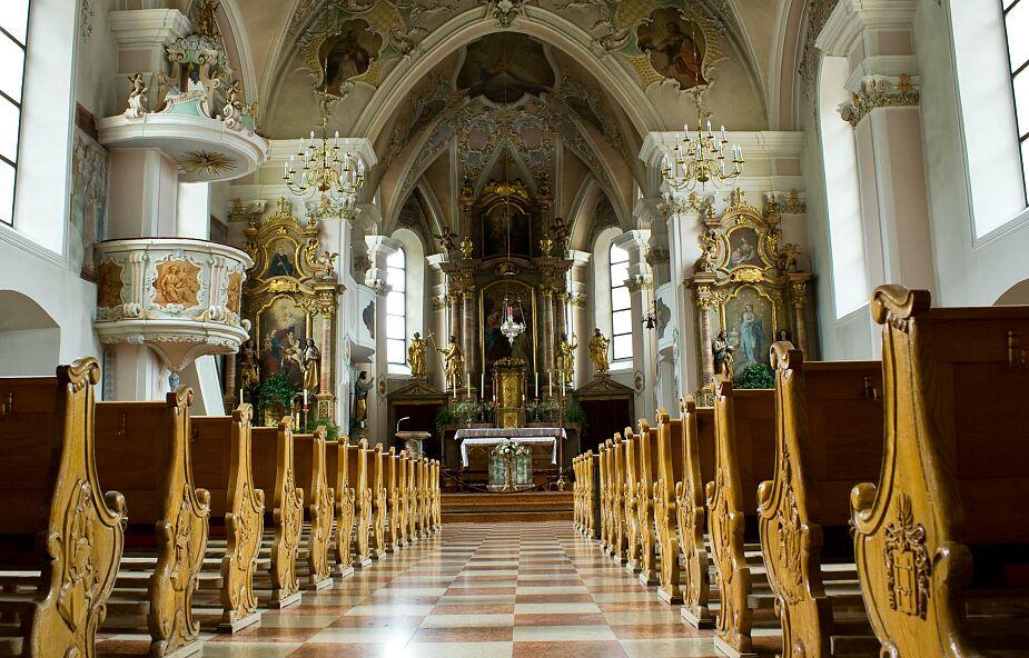 Apel zwykłych księży codziennie zbiera coraz więcej podpisów. Już nie tylko księży