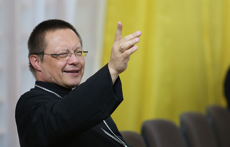 Abp Ryś: parafia jest pierwszym miejscem spotkania człowieka z Kościołem