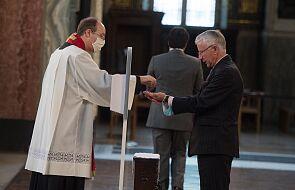 Bp Szkudło: niewłaściwe i krzywdzące wiernych jest twierdzenie, że przyjmowanie Komunii św. na rękę, jest brakiem szacunku wobec Najświętszego Sakramentu
