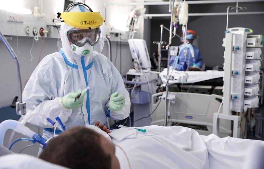 Prezes szpitala w czerwonej strefie: niewierzących w koronawirusa zaprosiłbym na jeden dyżur