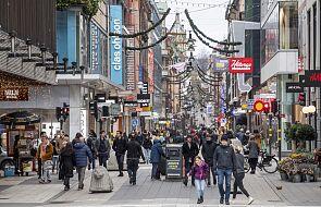 Więcej nowych zakażeń w Szwecji, kolejne regiony zaostrzają restrykcje